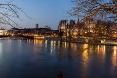 Παναγία των Παρισίων στη νύχτα, Γαλλία Στοκ φωτογραφίες με δικαίωμα ελεύθερης χρήσης