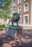 Πανεπιστήμιο της Κολούμπια Νέα Υόρκη αγαλμάτων λιονταριών στοκ εικόνα
