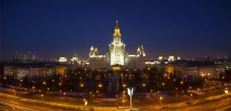 Πανεπιστήμιο της Μόσχας τη νύχτα. Τοπ άποψη. Πανόραμα Στοκ εικόνα με δικαίωμα ελεύθερης χρήσης