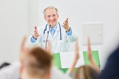 Πανεπιστημιακός ομιλητής ή ομιλητής ιατρικής Στοκ Φωτογραφίες