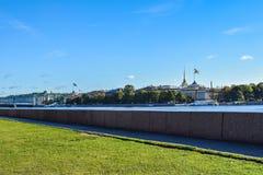 Πανεπιστημιακό ανάχωμα στη Αγία Πετρούπολη, Ρωσία Στοκ εικόνες με δικαίωμα ελεύθερης χρήσης