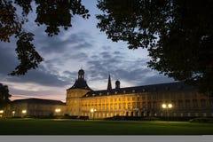 Πανεπιστημιακό κτήριο της Βόννης Γερμανία το βράδυ Στοκ εικόνα με δικαίωμα ελεύθερης χρήσης