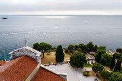 Πανοραμικές απόψεις θάλασσας από την εκκλησία πύργων κουδουνιών του ST Euphemia στην παλαιά πόλη Rovinj, Κροατία Στοκ εικόνα με δικαίωμα ελεύθερης χρήσης