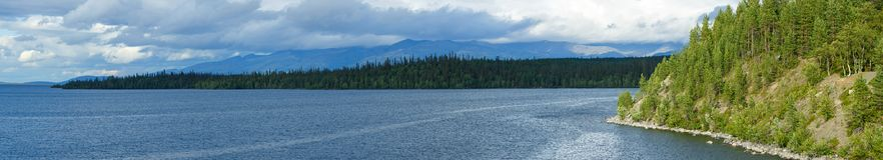 Πανοραμικές απόψεις των βουνών Khibiny Φωτογραφισμένος στη λίμνη Ι Στοκ φωτογραφία με δικαίωμα ελεύθερης χρήσης