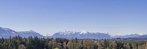 Πανοραμική άποψη από τους λόφους των Άλπεων στοκ εικόνες με δικαίωμα ελεύθερης χρήσης
