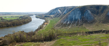 Πανοραμική άποψη από το βουνό της κιμωλίας πέρα από την κοιλάδα Στοκ εικόνες με δικαίωμα ελεύθερης χρήσης