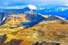 Πανοραμική άποψη από το πέρασμα βουνών Στοκ φωτογραφία με δικαίωμα ελεύθερης χρήσης