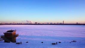 Πανοραμική άποψη εικονικής παράστασης πόλης της χειμερινής Μόσχας στο ηλιοβασίλεμα Κοίτη πλημμυρών περιοχών Strogino απόθεμα βίντεο