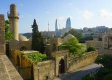 Πανοραμική άποψη εικονικής παράστασης πόλης του Μπακού παλαιά στοκ εικόνα με δικαίωμα ελεύθερης χρήσης