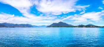 Πανοραμική άποψη λιμνών Maggiore από Arona Piedmont Ιταλία Στοκ Φωτογραφία