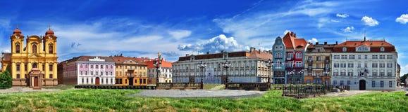 Πανοραμική άποψη με τα ιστορικά κτήρια στο τετράγωνο ένωσης τετραγωνική ένωση timisoara 02 Ρουμ& Στοκ φωτογραφία με δικαίωμα ελεύθερης χρήσης