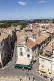 Πανοραμική άποψη με τους ανθρώπους από το διάσημο χώρο σε Arles στην παλαιά ρυμούλκηση Στοκ Φωτογραφία