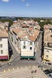 Πανοραμική άποψη με τους ανθρώπους από το διάσημο χώρο σε Arles στην παλαιά ρυμούλκηση Στοκ Φωτογραφίες