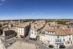 Πανοραμική άποψη με τους ανθρώπους από το διάσημο χώρο σε Arles στην παλαιά ρυμούλκηση Στοκ φωτογραφία με δικαίωμα ελεύθερης χρήσης