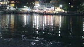Πανοραμική άποψη νύχτας του ganga ποταμών σε Rishikesh