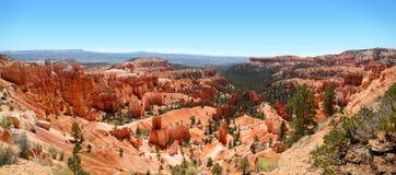 Πανοραμική άποψη οι ζαλίζοντας σχηματισμοί βράχου στο εθνικό πάρκο φαραγγιών του Bryce Στοκ φωτογραφία με δικαίωμα ελεύθερης χρήσης