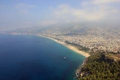 Πανοραμική άποψη πέρα από την τουρκική πόλη Alanya και τη Μεσόγειο Στοκ φωτογραφία με δικαίωμα ελεύθερης χρήσης