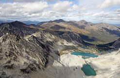 Πανοραμική άποψη πέρα από τις λίμνες και τα βουνά το φθινόπωρο Στοκ φωτογραφίες με δικαίωμα ελεύθερης χρήσης