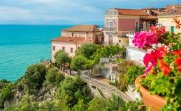 Πανοραμική άποψη σε Agropoli με τη θάλασσα στο υπόβαθρο Cilento, Campania, νότια Ιταλία στοκ εικόνες με δικαίωμα ελεύθερης χρήσης