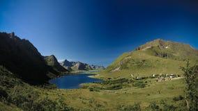 Πανοραμική άποψη στις λίμνες Storvatnet και Litlvatnet στο νησί Flakstadoya, Lofoten, Νορβηγία στοκ φωτογραφία με δικαίωμα ελεύθερης χρήσης