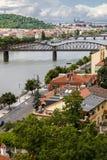 Πανοραμική άποψη στον ποταμό της Πράγας και Vltava Στοκ εικόνες με δικαίωμα ελεύθερης χρήσης
