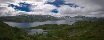 Πανοραμική άποψη στο οροπέδιο Hardangervidda και τη λίμνη Kjelavatn στη Νορβηγία Στοκ εικόνες με δικαίωμα ελεύθερης χρήσης