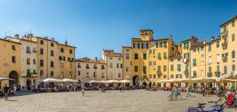 Πανοραμική άποψη στο Anfiteatro sqauare Lucca Στοκ Εικόνες