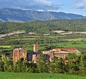 Πανοραμική άποψη στο Javier Castle και βασιλική σύνθετα και κέντρο Jesuits πνευματικότητας σε ισπανικό Navarra στοκ εικόνες