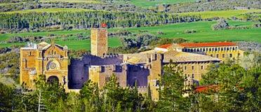 Πανοραμική άποψη στο Javier Castle και βασιλική σύνθετα και κέντρο Jesuits πνευματικότητας στοκ φωτογραφία με δικαίωμα ελεύθερης χρήσης