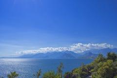 Πανοραμική άποψη σχετικά με τα βουνά Antalya και τη Μεσόγειο antalya Τουρκία Στοκ εικόνες με δικαίωμα ελεύθερης χρήσης
