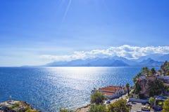 Πανοραμική άποψη σχετικά με τα βουνά Antalya και τη Μεσόγειο antalya Τουρκία Στοκ φωτογραφία με δικαίωμα ελεύθερης χρήσης