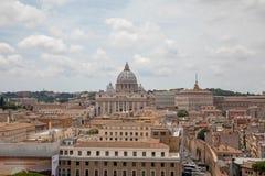 Πανοραμική άποψη σχετικά με την παπική βασιλική του ST Peter σε Βατικανό και την πόλη της Ρώμης στοκ φωτογραφία