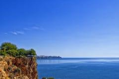 Πανοραμική άποψη σχετικά με την πόλη Antalya και τη Μεσόγειο από το πάρκο παραλιών antalya Τουρκία Στοκ φωτογραφία με δικαίωμα ελεύθερης χρήσης