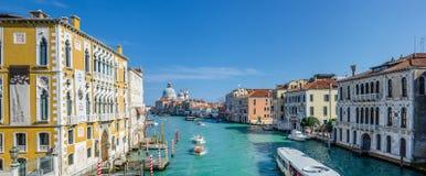 Πανοραμική άποψη σχετικά με το μεγάλο κανάλι στη Βενετία, Ιταλία Στοκ Φωτογραφίες