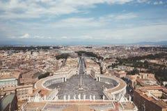 Πανοραμική άποψη σχετικά με το τετράγωνο του ST Peter και την πόλη της Ρώμης στοκ φωτογραφία με δικαίωμα ελεύθερης χρήσης