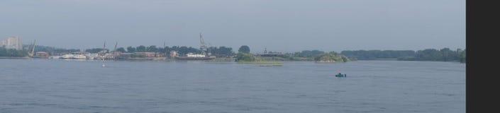 Πανοραμική άποψη σχετικά με το Strelka των ποταμών Angara και Irkut στο Ιρκούτσκ Στοκ Φωτογραφία