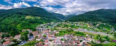 Πανοραμική άποψη σχετικά με Hornberg στα μαύρα δασικά βουνά, έδαφος Baden Wurttemberg, Γερμανία Στοκ Εικόνες