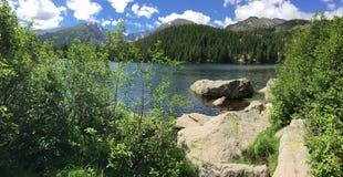 Πανοραμική άποψη της αιχμής Longs στο δύσκολο εθνικό πάρκο βουνών στοκ φωτογραφία με δικαίωμα ελεύθερης χρήσης