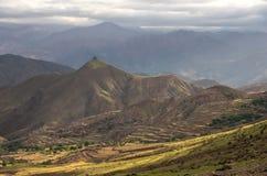 Πανοραμική άποψη της ζωηρόχρωμης κοιλάδας στο Μαρόκο ο υψηλός άτλαντας moun Στοκ εικόνα με δικαίωμα ελεύθερης χρήσης