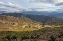 Πανοραμική άποψη της ζωηρόχρωμης κοιλάδας στο Μαρόκο ο υψηλός άτλαντας moun Στοκ Φωτογραφία