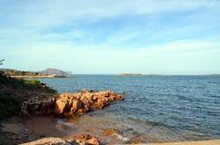Πανοραμική άποψη της θάλασσας παραλιών και κρυστάλλου της Σαρδηνίας Στοκ φωτογραφίες με δικαίωμα ελεύθερης χρήσης
