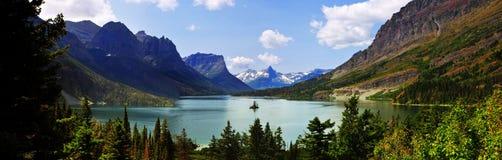 Πανοραμική άποψη της λίμνης Αγίου Mary, δυτικός παγετώνας ` που πηγαίνει στο δρόμο `, Μοντάνα, ΗΠΑ ήλιων στοκ εικόνες με δικαίωμα ελεύθερης χρήσης