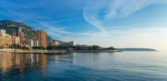 Πανοραμική άποψη της παραλίας στο Μόντε Κάρλο, Μονακό Στοκ φωτογραφία με δικαίωμα ελεύθερης χρήσης