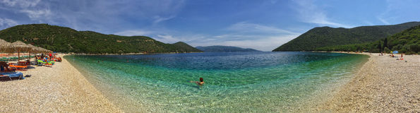 Πανοραμική άποψη της παραλίας Antisamos στην Ελλάδα Στοκ φωτογραφία με δικαίωμα ελεύθερης χρήσης