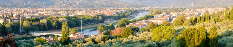 Πανοραμική άποψη της πόλης της Φλωρεντίας και του ποταμού Arno στην Τοσκάνη, Ιταλία Στοκ Φωτογραφίες