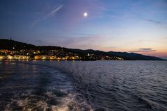 Πανοραμική άποψη της πόλης Korcula τή νύχτα, νησί Korcula, Δαλματία, Κροατία στοκ φωτογραφία