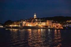 Πανοραμική άποψη της πόλης Korcula τή νύχτα, νησί Korcula, Δαλματία, Κροατία στοκ εικόνες