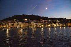 Πανοραμική άποψη της πόλης Korcula τή νύχτα, νησί Korcula, Δαλματία, Κροατία στοκ φωτογραφίες