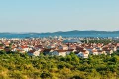 Πανοραμική άποψη της πόλης Zadar από τον κοντινό δρόμο Στοκ Φωτογραφίες