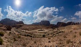 Πανοραμική άποψη της ροδαλής πόλης της Petra από τους υψηλούς τάφους Στοκ φωτογραφία με δικαίωμα ελεύθερης χρήσης